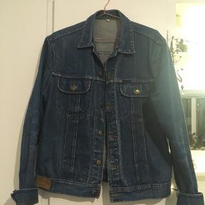 Flot mørkeblå denimjakke fra mærket 707 Star, jeans wear. 100 % cotton.