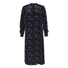 Danielle kjole i Viscose fra Nué Notes.  Bytter ikke.