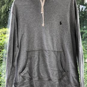 Fantastisk hoodie. Nåede ikke at bruge den nævneværdigt da min søn voksede lige der og havde flere hoodies.