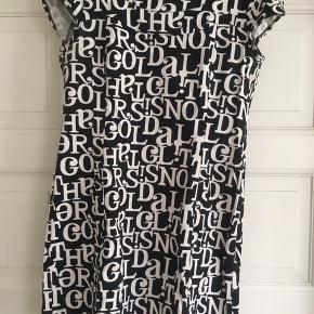 Sød kjole med bogstaver👍