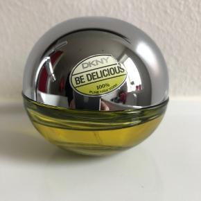 DKNY, Be delicious, 30 ml eau de parfum. 3/4 flaske tilbage. Købt september 19.  🍏Klik på foto ved 'mød sælgeren', og se alle mine kvalitetsvarer🍏