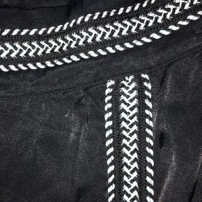 Rigtigt flotte bukser. de er svære at fotografer, men stoffet er super dejligt at gå med. De er købt i new York