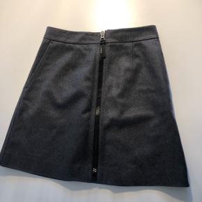 Fin A-formet uld nederdel i str. 36.  Ingen tegn på slid