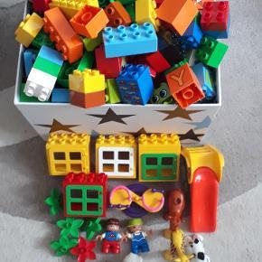 Sælges en stor æske fuld med Lego Duplo (uden æske )