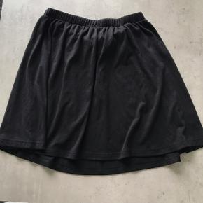 Nederdel i bomuld/Jersey stof  Kan også passes af en xs Brugt 1-2 gange
