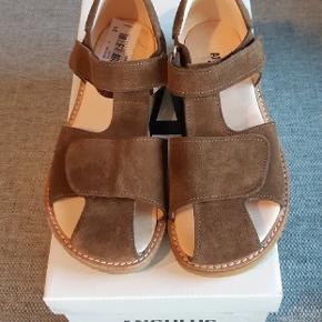 Helt nye sandaler fra Angulus. Ny pris 849 kr.  Kig endelig forbi mine andre annoncer.   Kan hentes på Amager eller sendes mod betaling