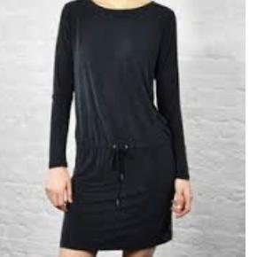 Arvo kjole fra samsøe samsøe. Kjolen er brugt 2 gange. Den sælges da det var et fejlkøb.  Købt for 999kr.