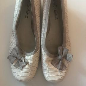 Fin sko med lille hæl str 40
