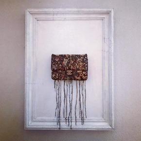 Et fedt Chanel maleri som er 75,5 x 55,5 cm