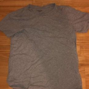 Calvin Klein T shirt Størrelse 164/176 KOM GERNE MED BUD!