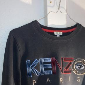 smuk kenzo sweatshirt fejler ikke noget. den passes af størrelse small.