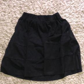 Bugt meget få gange  Nederdel med lommer :)