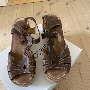 Pæne Fly London sandaler i brun skind str. 40 Bemærk at køber betaler fragt via DAO