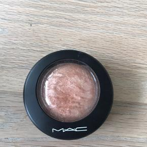 Sælger denne super flotte mineralize skinfinish fra Mac i farven soft & gentle, da jeg aldrig bruger highlighter. Np var 250kr Sælges for 100kr ekskl fragt med dso