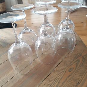 Rigtig fine Luigi Bormioli aero rødvinsglas. Er brugt nogen gange, men ellers ingen tegn på slid.   Kom med et bud 😊