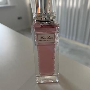 30 ml eu de parfum fra miss Dior   Fejlkøb Og ny   Det er mini roller version,