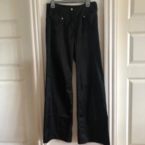 Satin bukser  Det er en str large, men passer bedst en str small/medium