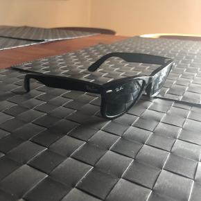 Ray-Ban solbriller. De har få brugsmærker.