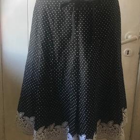 Smuk prikket nederdel