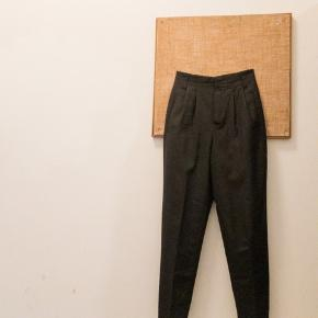 Strenesse bukser med læg. Str 36, men små