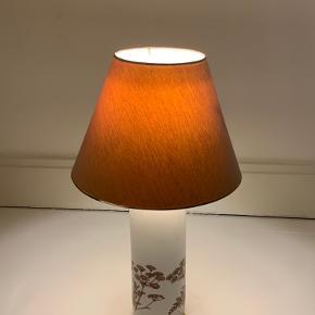 Retro lampe - i rigtig fin stand. Sælges med pære i.