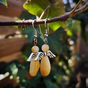 Engle øreringe med calcit perler.