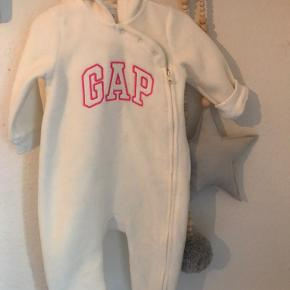 Baby Gap flyverdragt