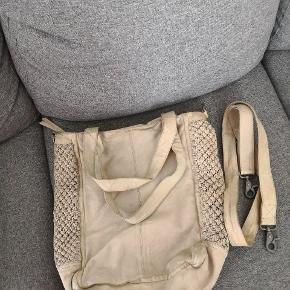 Flot taske fra Depeche sælges. Ses og købes i Kolding eller sendes på købers regning! :) tasken har patina