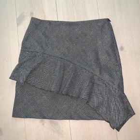 Ternet nederdel fra Sparkz Copenhagen Kun brugt 1 gang Nypris var 499kr