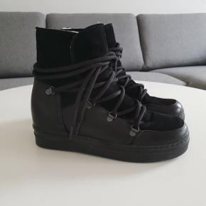Sælger disse Billi Bi støvler. Næsten ikke brugt, og fremgår derfor som nye☺️