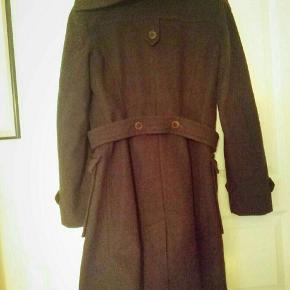 Virkelig smuk og dejlig varm brun frakke fra Inwear, som desværre bare har hængt i skabet. Nypris var 1600, men kom med et bud! :)