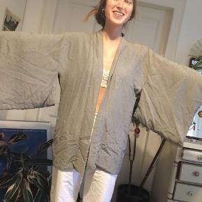 Meget flot kimono i silke
