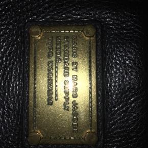 Marc by Marc Jacobs crossbody taske Standard supply  Tasken er i god stand og har kostet 1600kr fra ny  Pris: 500kr