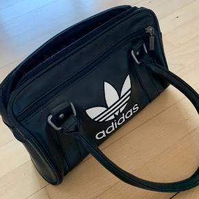 Adidas taske // aldrig brugt // 100kr
