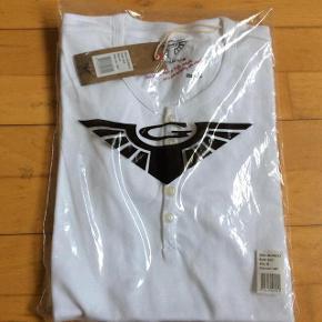 Varetype: T-Shirt Ny Farve: Hvid Oprindelig købspris: 250 kr.  Helt hvid ubrugt T-Shirt fra Gnious  Str m