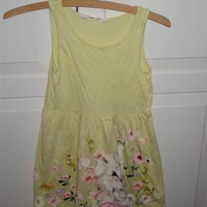 Sød kjole med kat på forstykket.  Se også mine andre annoncer.  kjole med kat - sommerkjole Farve: gul