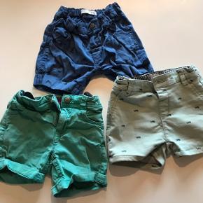 Pakke med tre par shorts. Str. 80/86 - jeg tænker, de alle tre passer en størrelse 80.  De lyseste er en anelse mere brugte end de andre - men ellers fejler ingen af dem noget. Vores, Holly & Whyte og S.Oliver