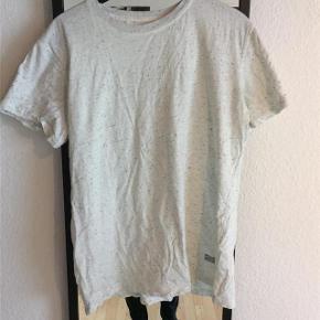 Varetype: t-shirt Farve: Cream Oprindelig købspris: 400 kr. Prisen angivet er inklusiv forsendelse.