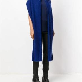 Varetype: Tørklæde Størrelse: one size Farve: Blå og grå 1 stk 300,-  2 stk 500,-     Tørklæde med hue. 34 % uld - 34 % kidmohair - 27 % polyamide
