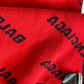 Lækkert nyt balenciaga tørklæde i to farver (mørkeblå og rød) Bevis medfølger  Cond: 10/10