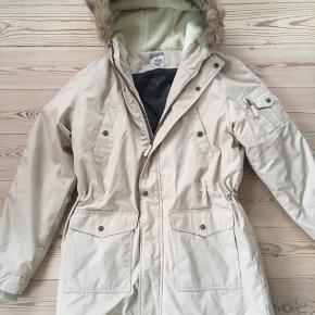 Lækkert vinterjakke af mærket McKinley i str. 42. Brugt få gange, sælges da jeg ønsker en anden jakke i stedet.
