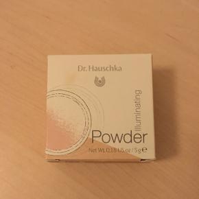 Dr. Hauschka illuminating powder. Kun prøvet en enkelt gang.