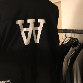 Woodwood x Reebok Trackjacket, str L.  Perfekt stand Kan meetup i Aarhus eller sendes
