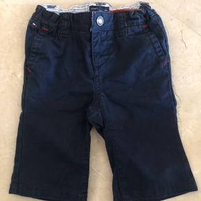 Super fine bukser. Er som nye. Der er regulerbar elastik i taljen.