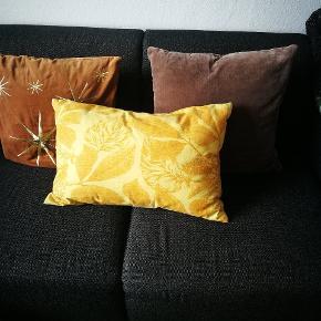 Sælger disse 3 puder og betræk.... Købt i hennes og Mauritz home.... Står som nye....
