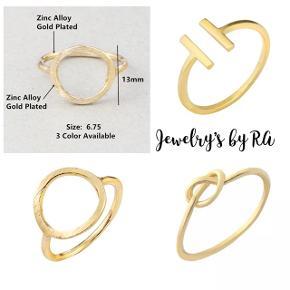 Super flotte enkelte ringe i lækkert design✨ Fås i guld, sølv og rosenguld.  1 stk 25kr  2 stk 40kr 3 stk 65kr