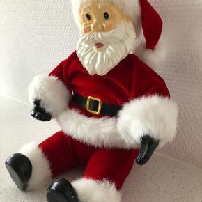 Fin ny siddende julemand Med luxus beklædning  Højde 24 cm