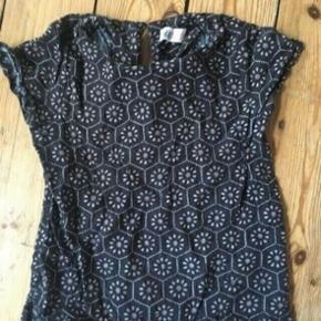 H&m top t-shirt 134  - fast pris -køb 4 annoncer og den billigste er gratis - kan afhentes på Mimersgade 111 - sender gerne hvis du betaler Porto - mødes ikke andre steder - bytter ikke