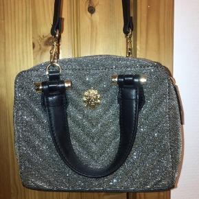 """Sælger denne flotte """"glitter"""" taske da den ikke bliver brugt. Er åben for en fair pris, så bare BYD"""