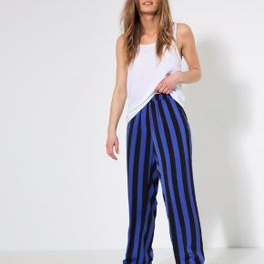 Nye smarte bukser fra MSCH str L, helt nye aldrig brugt, nypris 380kr sælges til mp 150kr